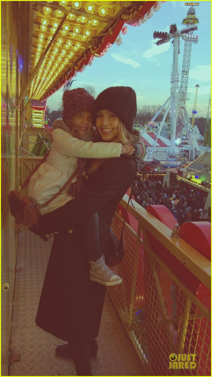 jessica alba had a blast at winter wonderland with honor 06