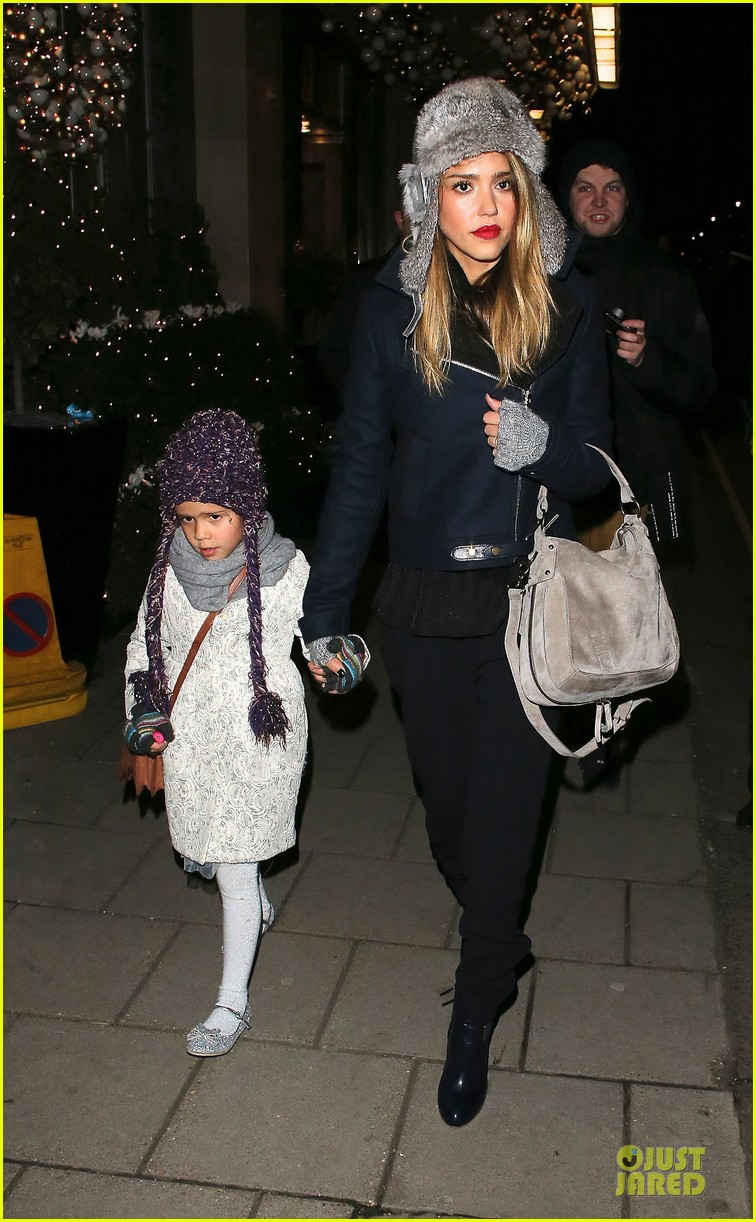 jessica alba had a blast at winter wonderland with honor 10