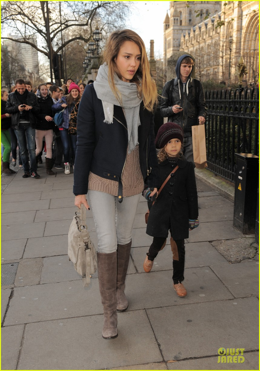 jessica alba had a blast at winter wonderland with honor 21