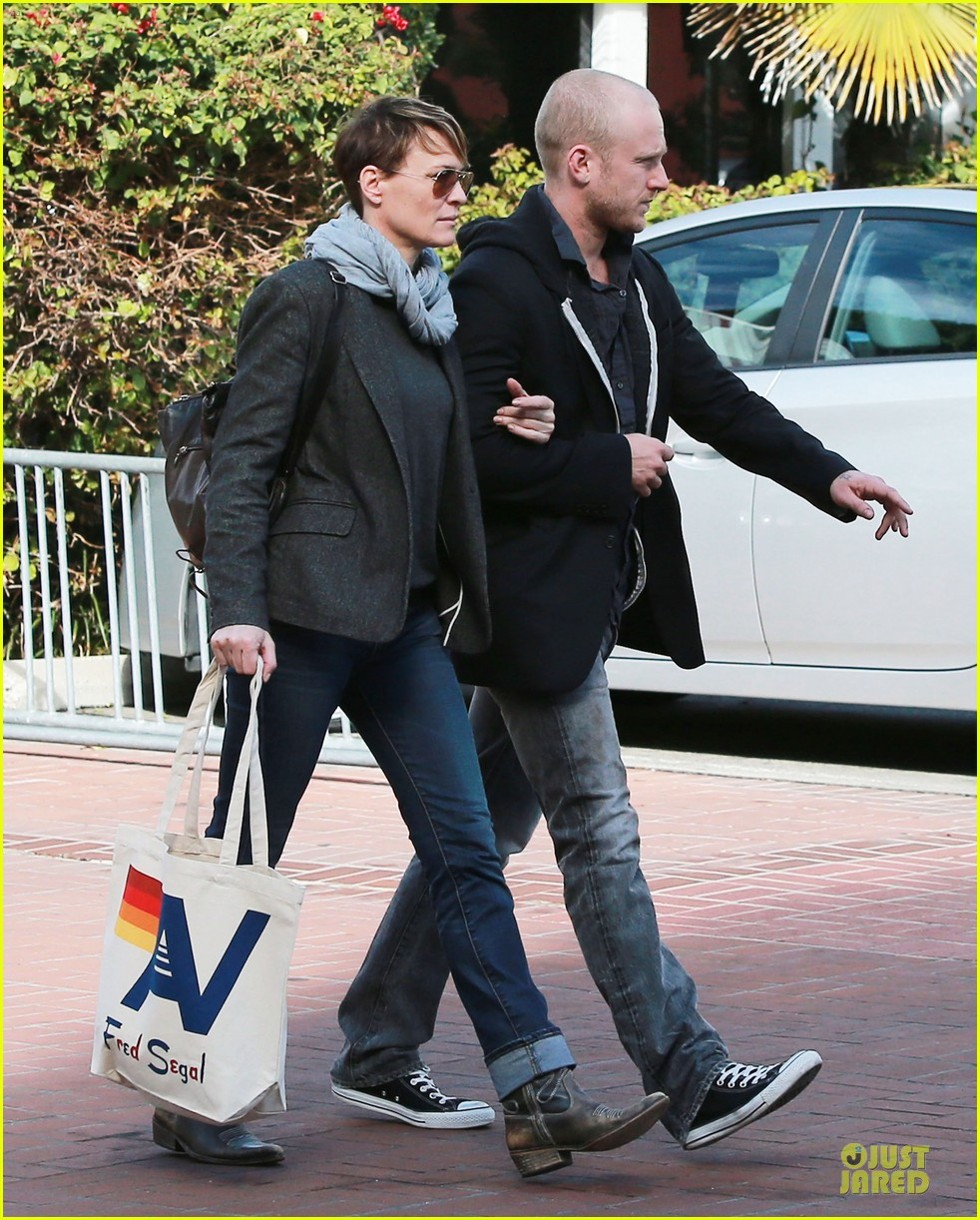 robin wright & ben foster holiday shopping at fred segal 052780317