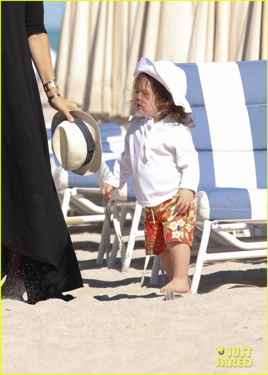 rachel zoe holiday beach vacation with the family 02