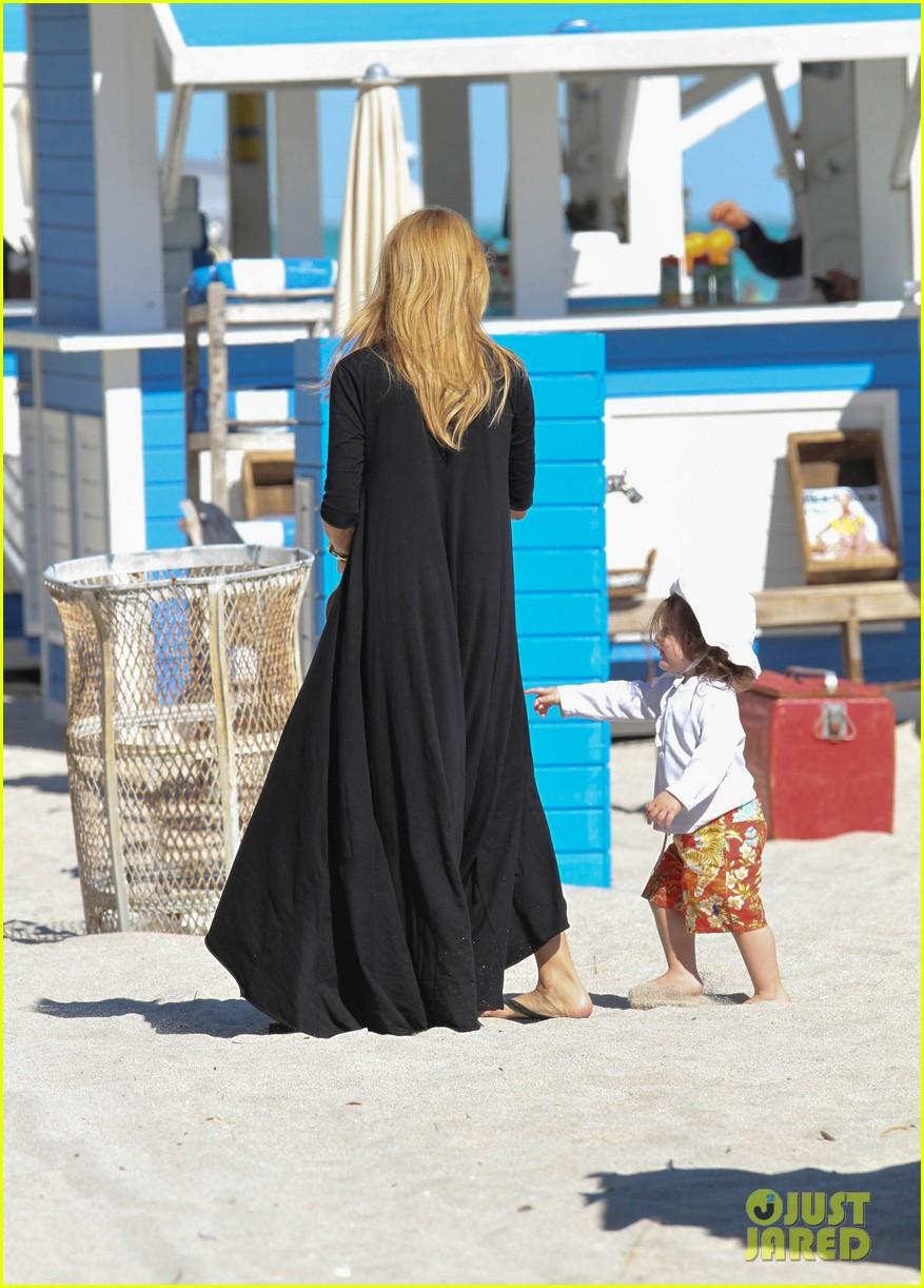 rachel zoe holiday beach vacation with the family 12