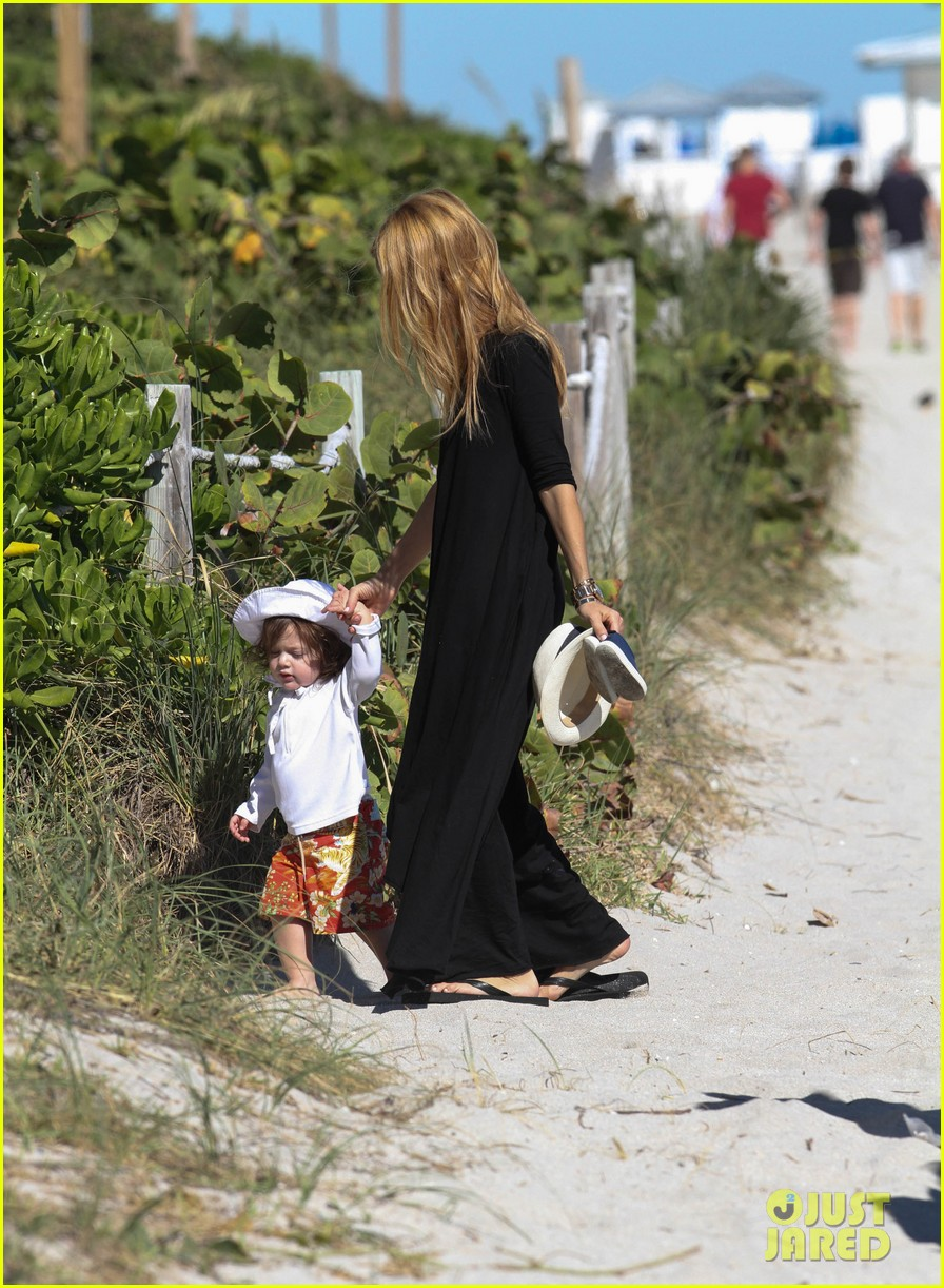 rachel zoe holiday beach vacation with the family 13