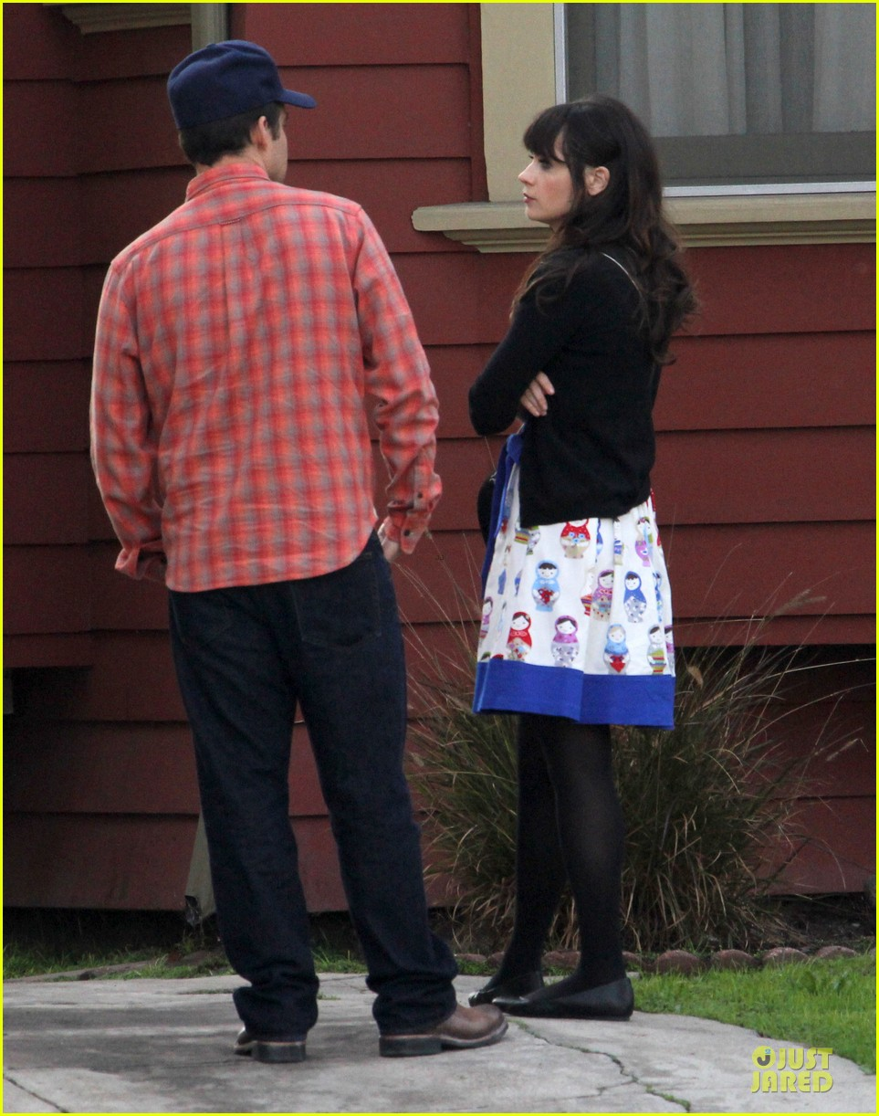 zooey deschanel new girl set with jake johnson 112769544
