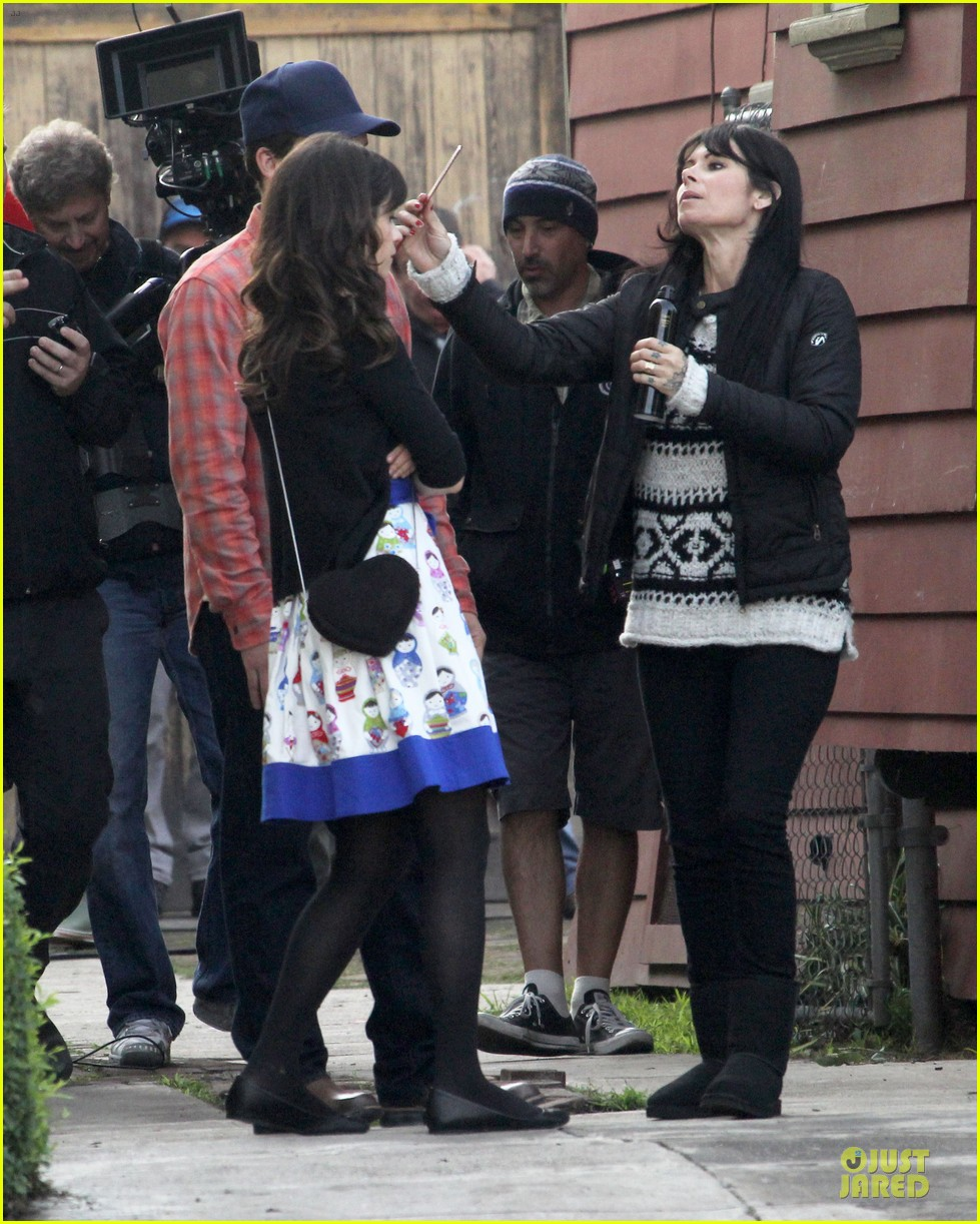zooey deschanel new girl set with jake johnson 12