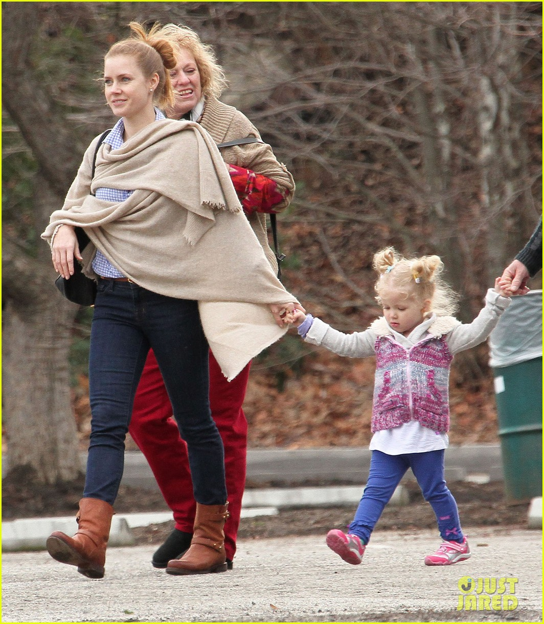 amy adams aviana goes for a pony ride 11