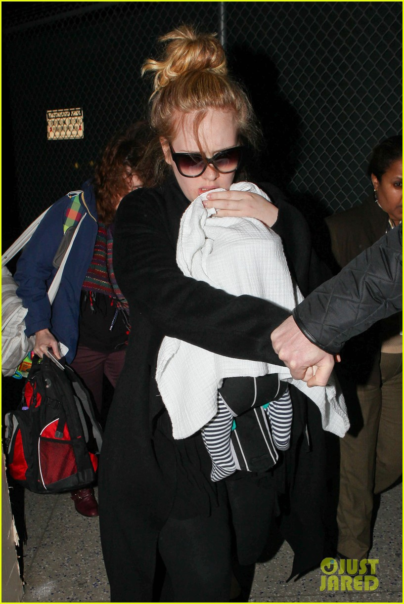 adele baby land in los angeles for golden globes 18