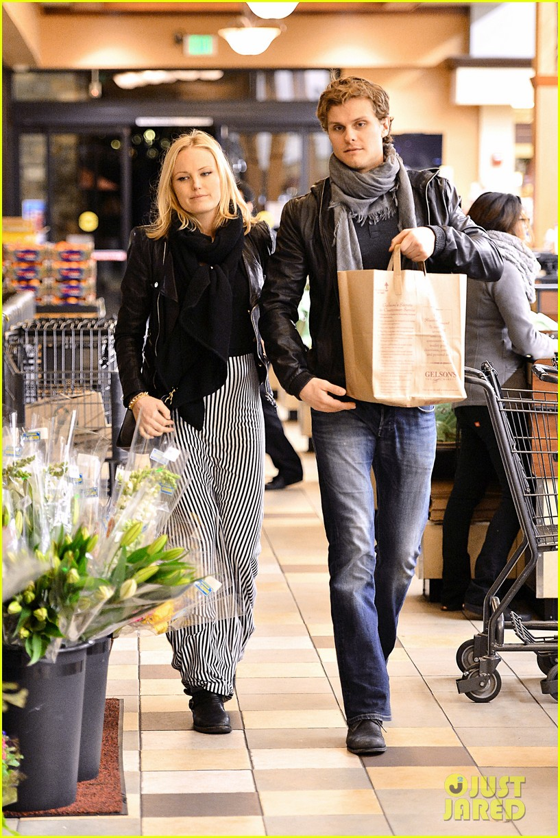 malin akerman grocery shopping with family member 032782953