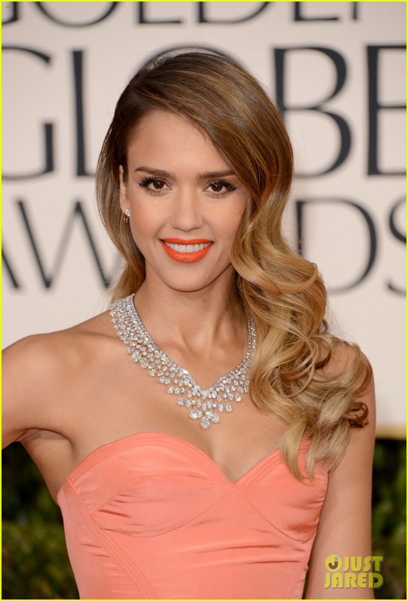 jessica alba golden globes 2013 red carpet 01