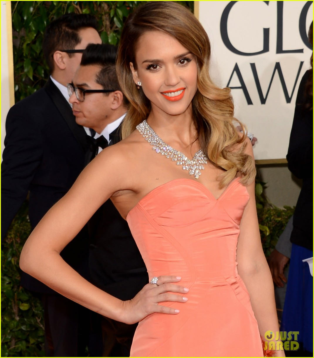jessica alba golden globes 2013 red carpet 04