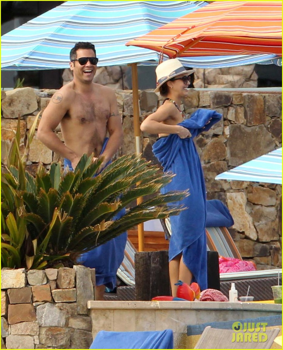 jessica alba cabo beach with shirtless cash warren 09