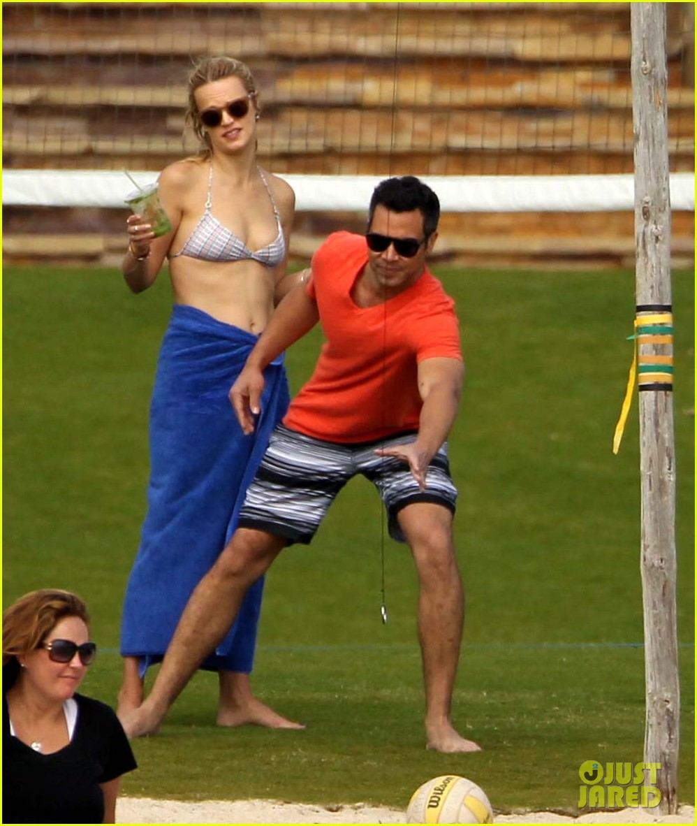 jessica alba cabo beach with shirtless cash warren 12