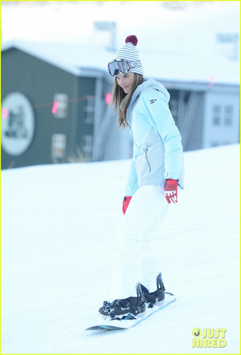 alessandra ambrosio sundance snowboarder 082795223