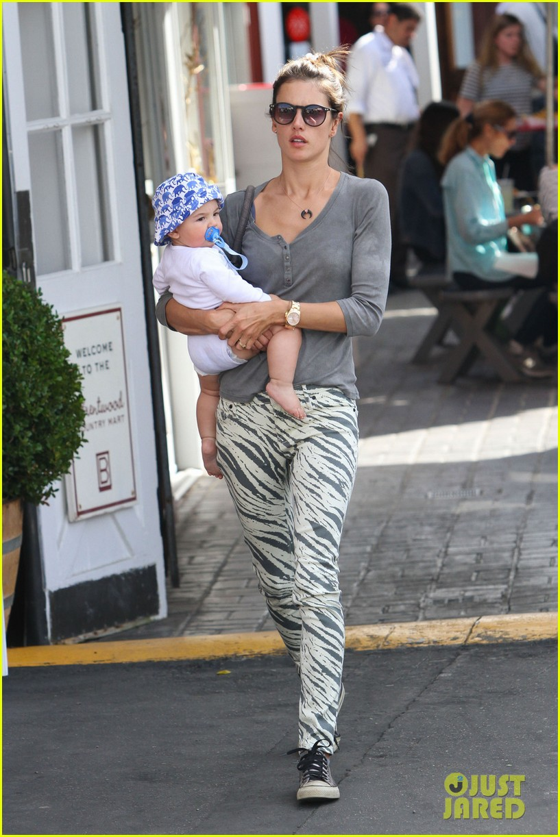 alessandra ambrosio brentwood country mart noah 01
