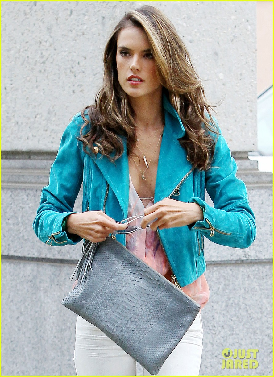 alessandra ambrosio brentwood country mart noah 04