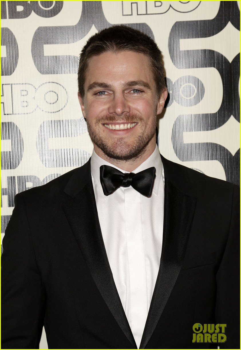 newlywed stephen amell hbo golden globes party 2013 02