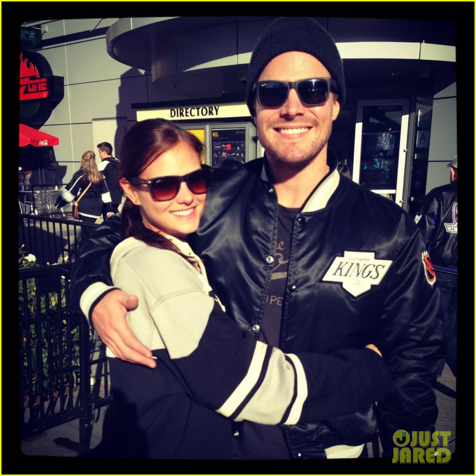 stephen amell new wife cassandra kings game couple 01