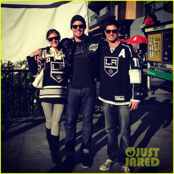 stephen amell new wife cassandra kings game couple 02