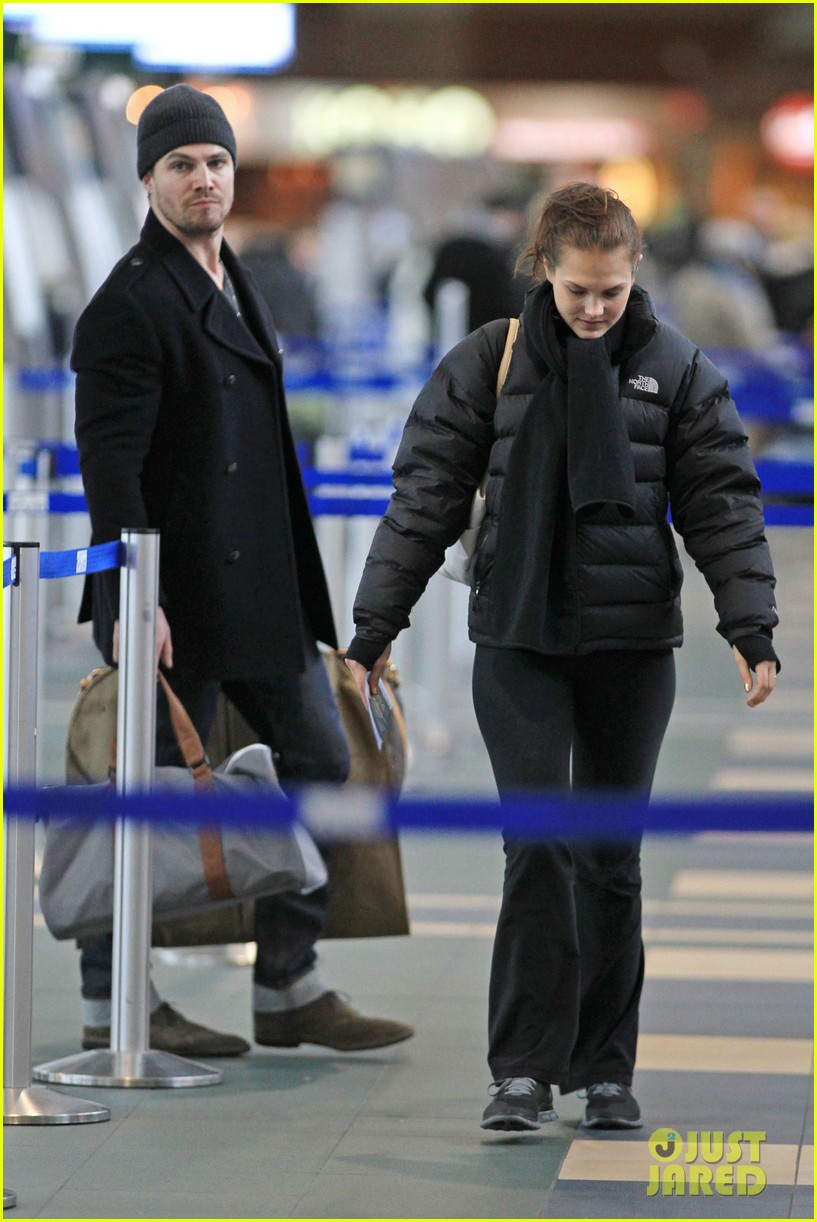 stephen amell big apple promo trip with wife cassandra 01