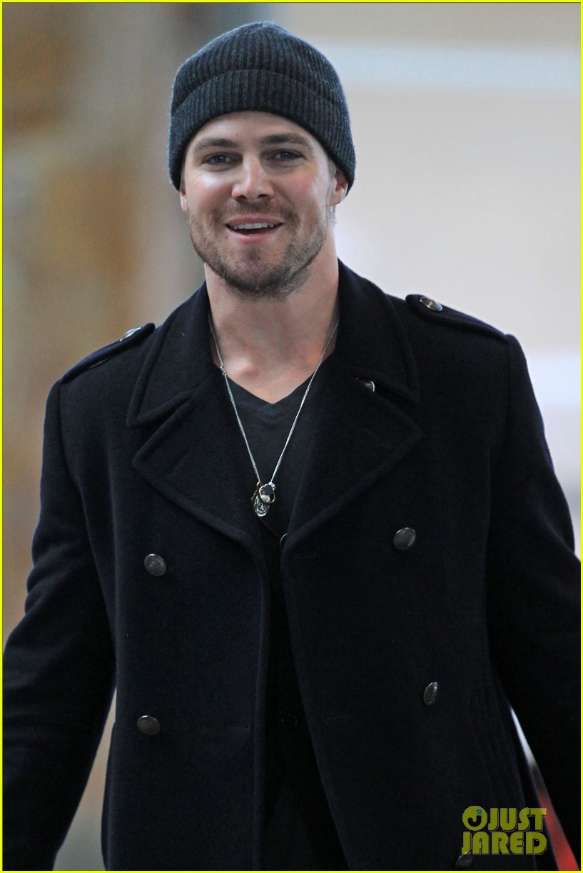 stephen amell big apple promo trip with wife cassandra 03