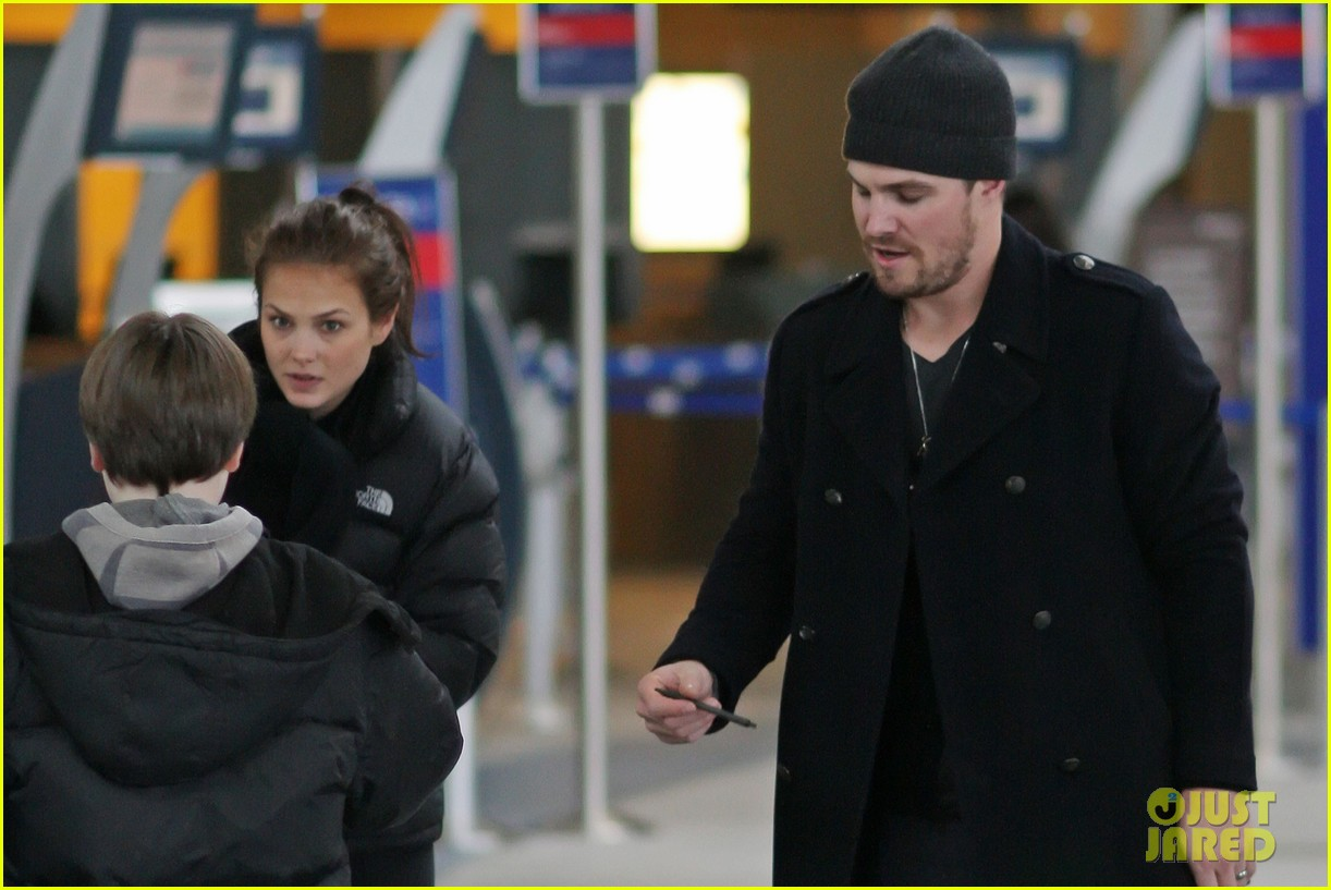 stephen amell big apple promo trip with wife cassandra 08