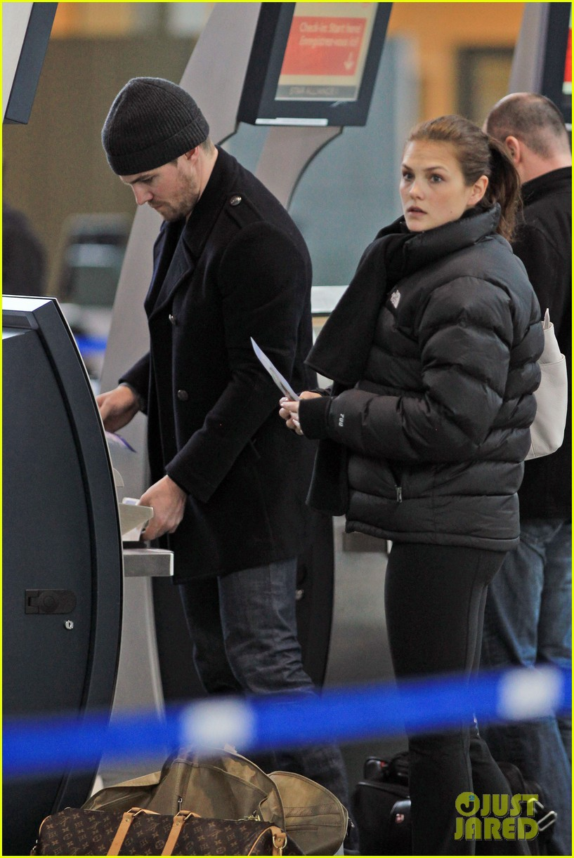 stephen amell big apple promo trip with wife cassandra 092801291