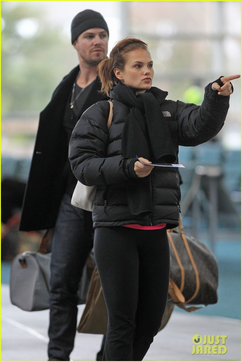 stephen amell big apple promo trip with wife cassandra 13