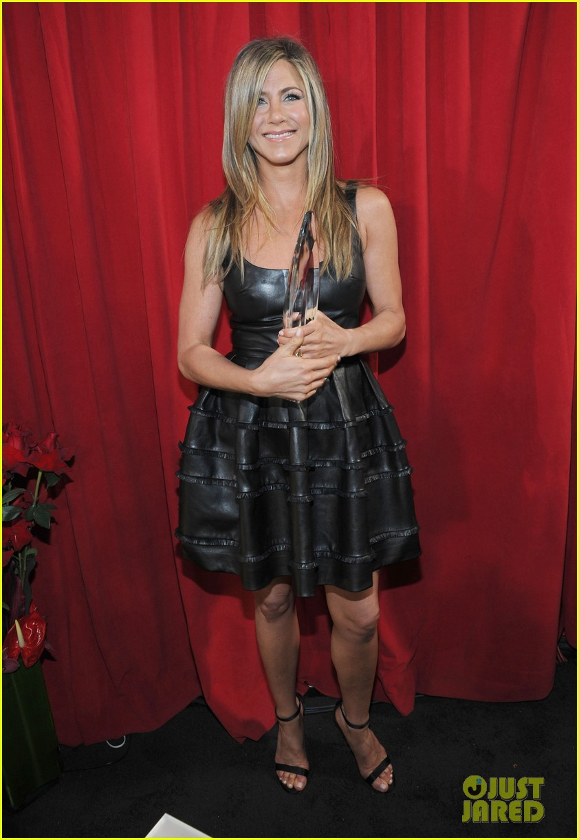 jennifer aniston peoples choice awards 2013 winner 01