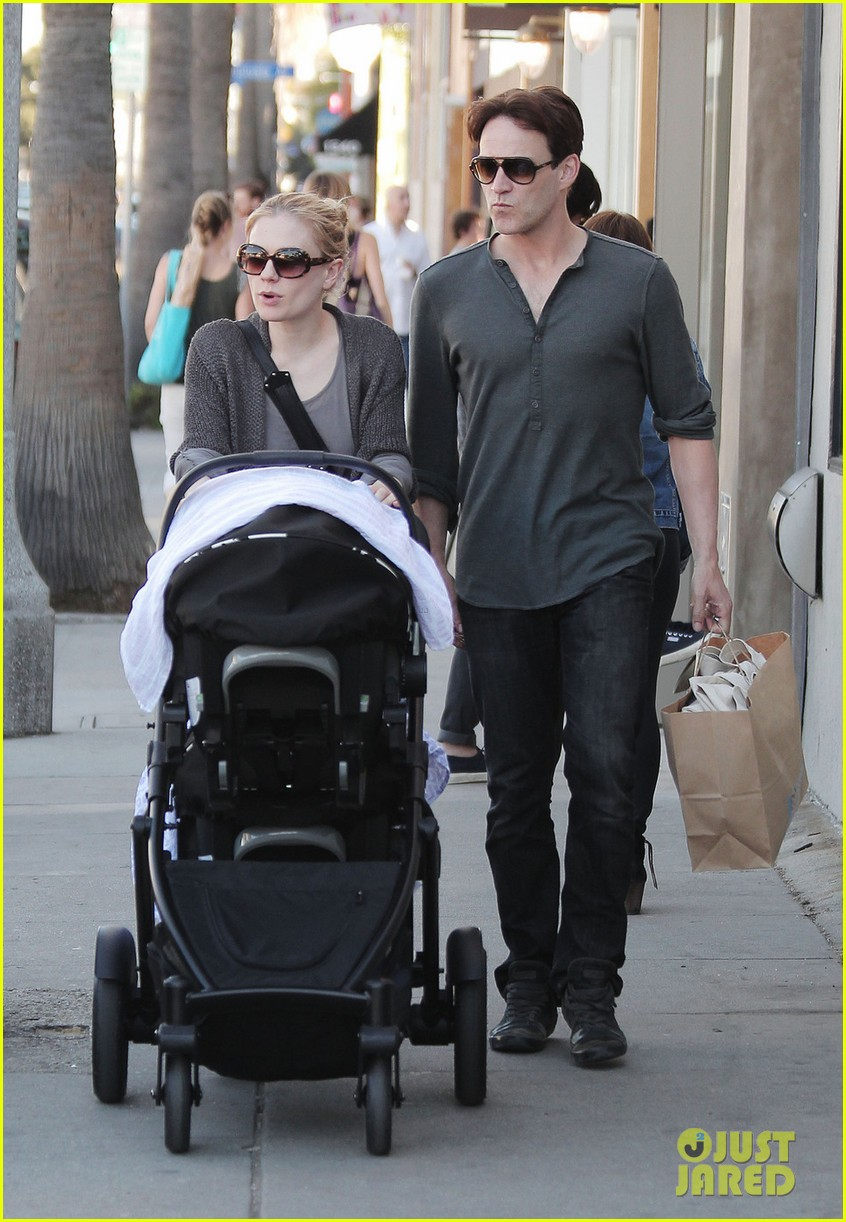 anna paquin stephen moyer shopping with the twins 05