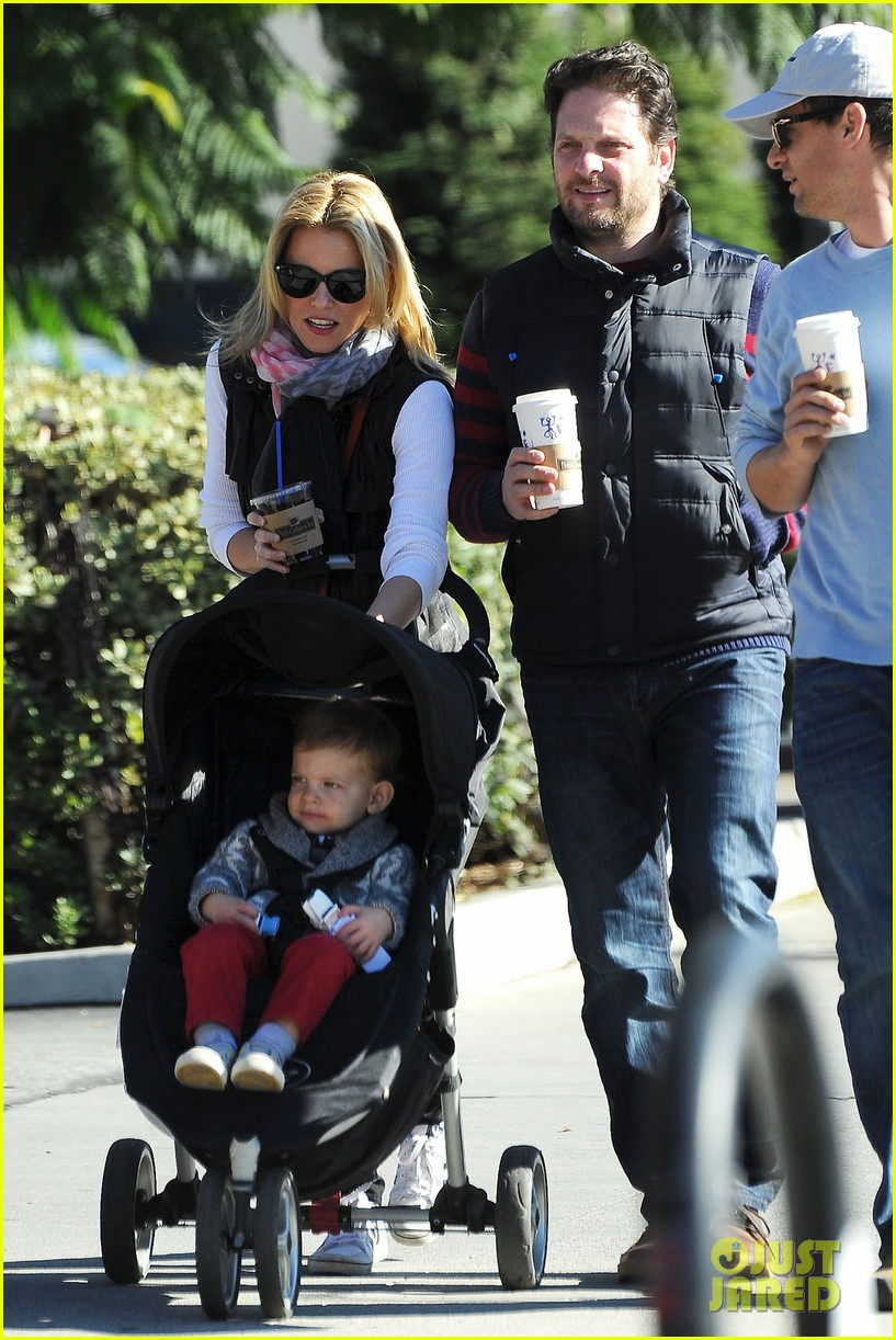 elizabeth banks family outing 02