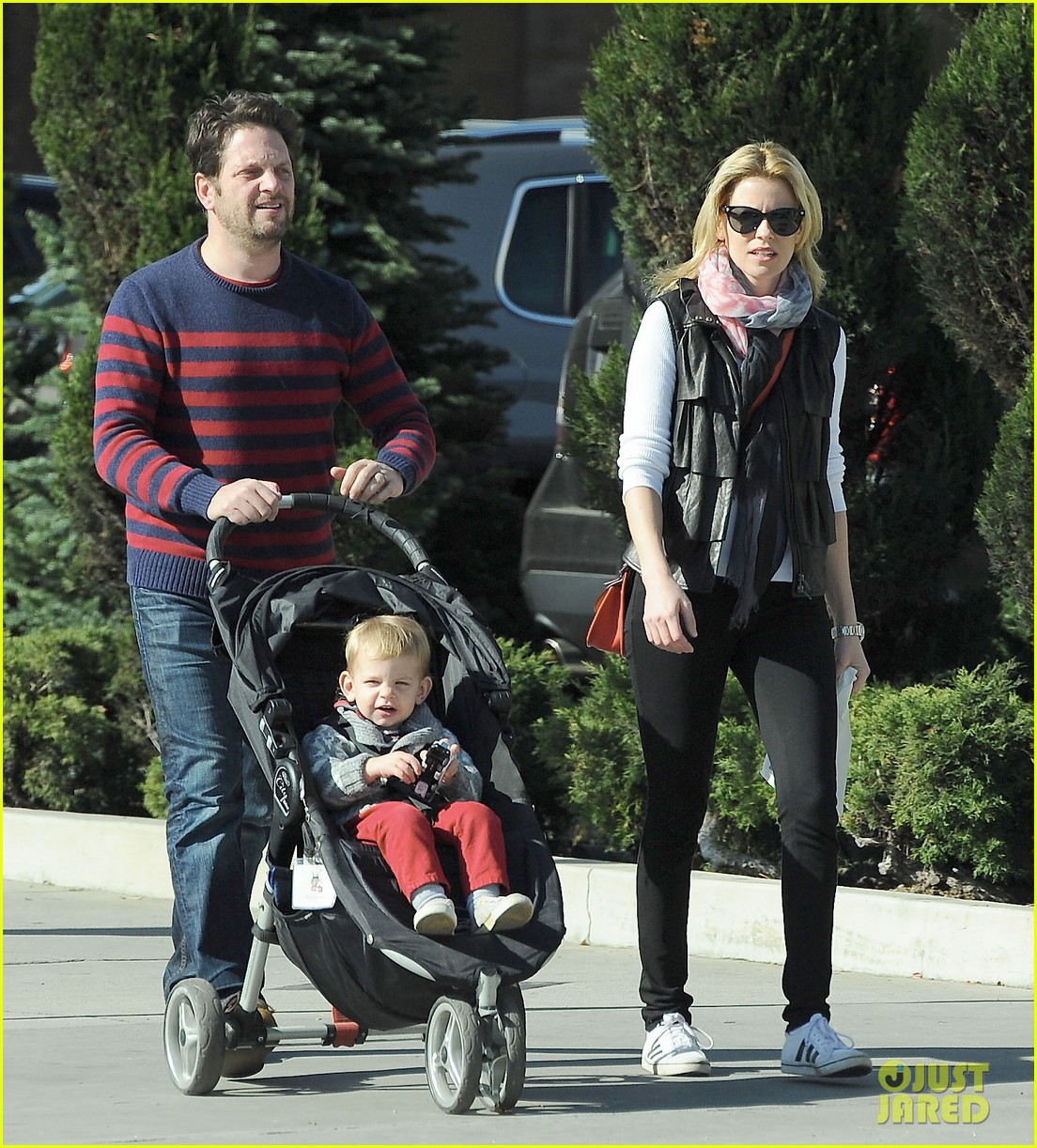 elizabeth banks family outing 142785650