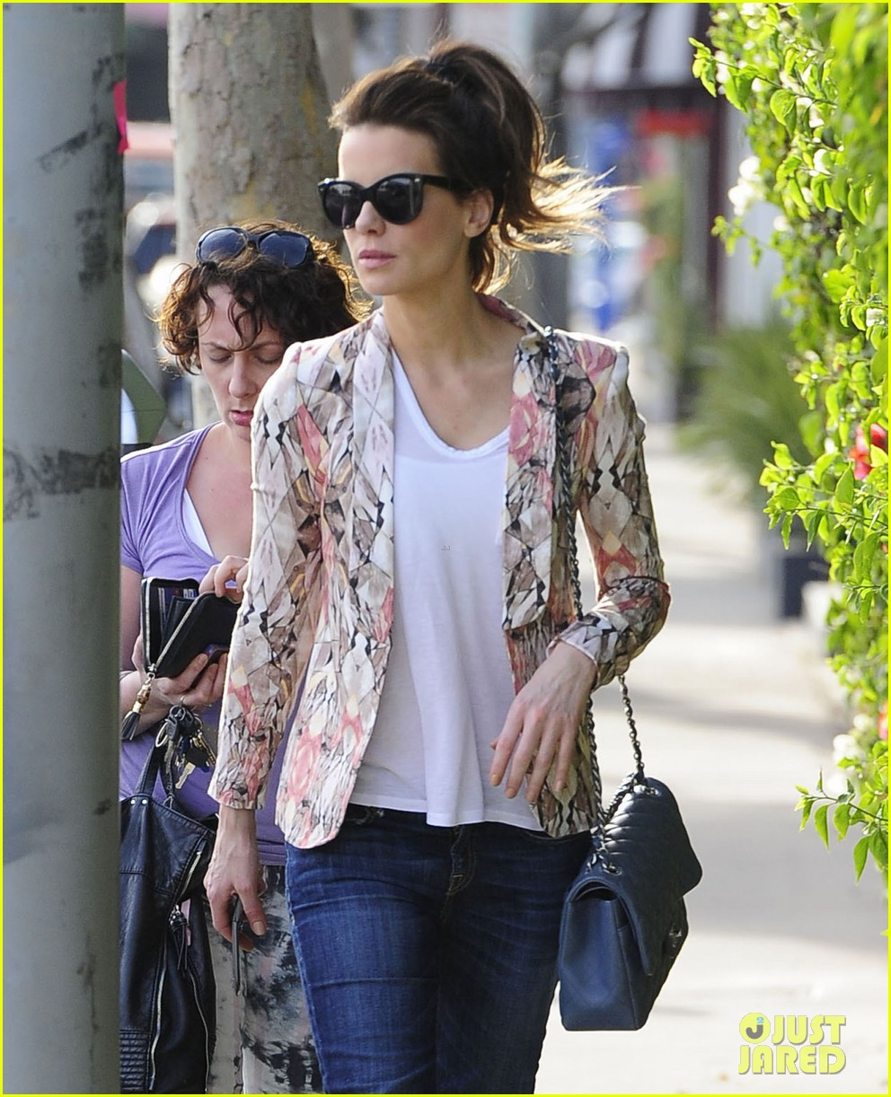 kate beckinsale melrose afternoon 06