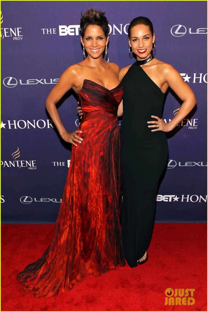 halle berry alicia keys bet honors 2013 red carpet 042790023