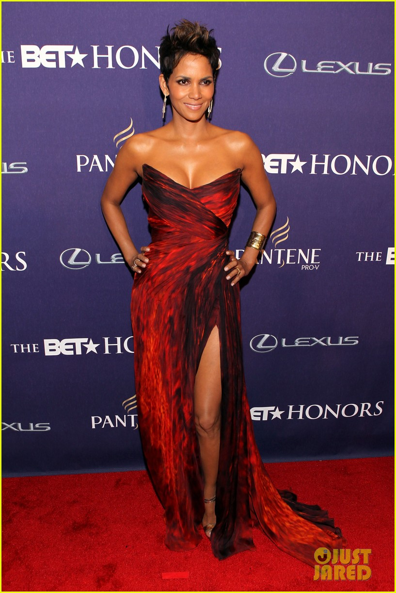 halle berry alicia keys bet honors 2013 red carpet 062790025