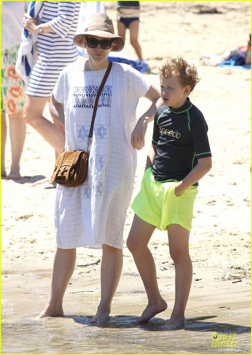 cate blanchett sydney beach day with the boys 07