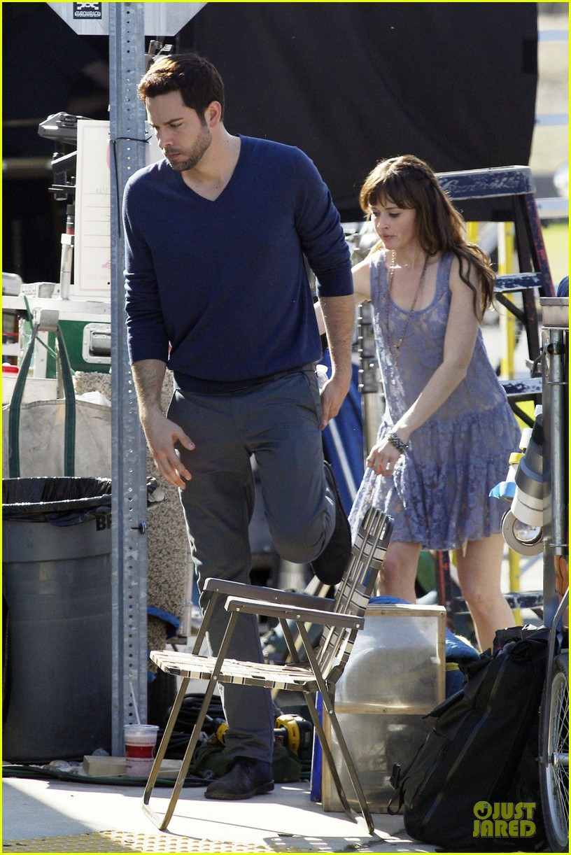 alexis bledel zachary levi remember sunday premieres in april 052798633
