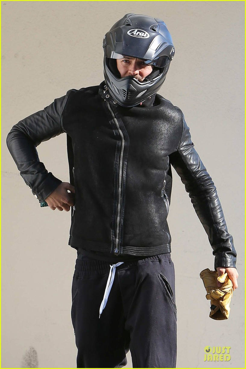 orlando bloom motorcycle ride to the gym 02