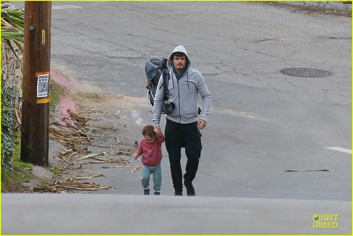 orlando bloom walks home with flynn 03