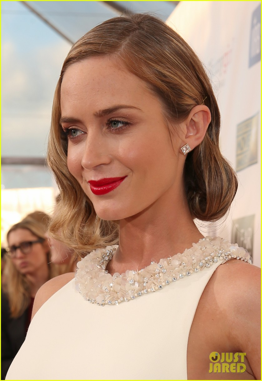 emily blunt john krasinski critics choice awards 2013 042788633