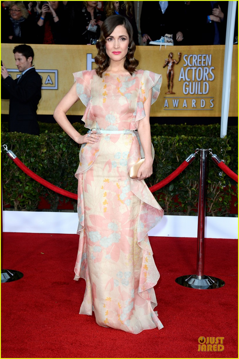 rose byrne sag awards 2013 red carpet 01
