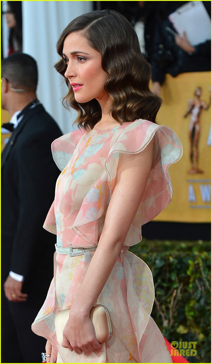 rose byrne sag awards 2013 red carpet 022799742