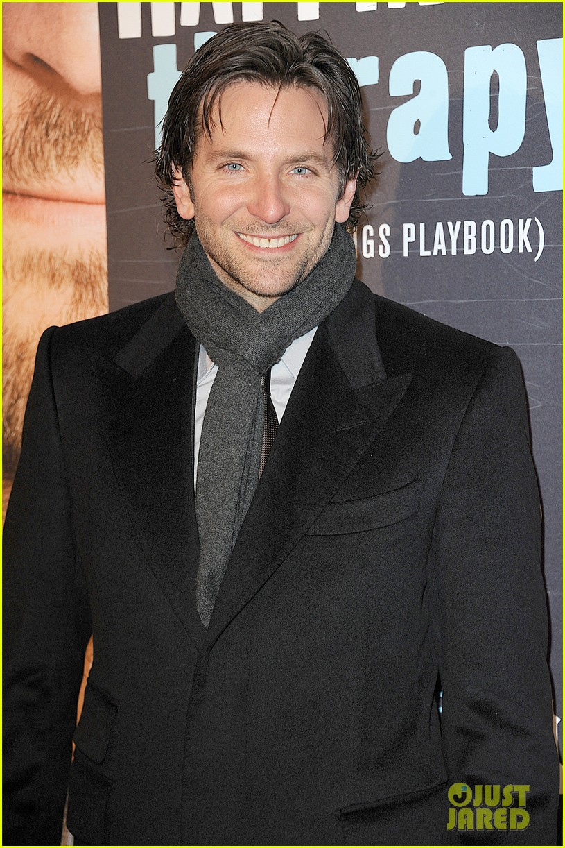 bradley cooper silver linings playbook paris premiere 02