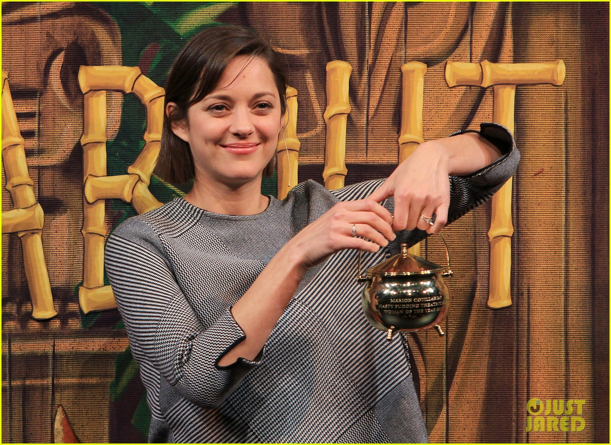 marion cotillard hasty pudding woman of the year 2013 02