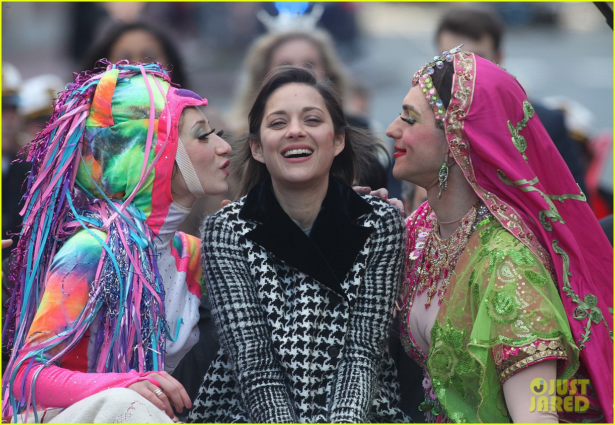 marion cotillard hasty pudding woman of the year 2013 03