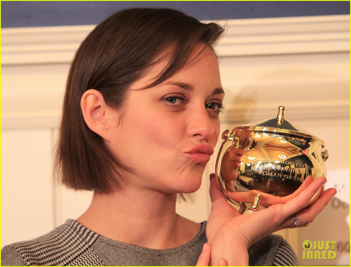 marion cotillard hasty pudding woman of the year 2013 04