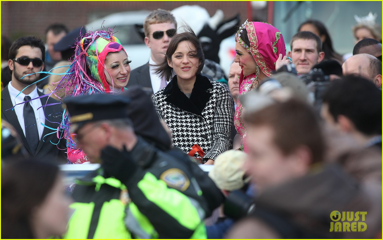 marion cotillard hasty pudding woman of the year 2013 082802161