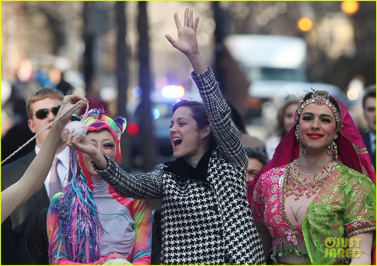 marion cotillard hasty pudding woman of the year 2013 09