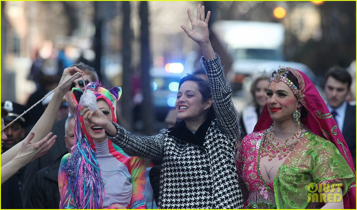 marion cotillard hasty pudding woman of the year 2013 15