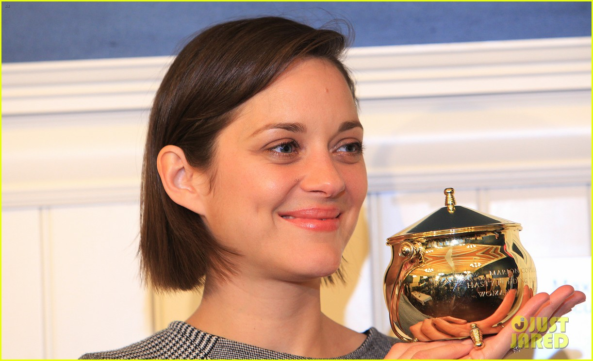 marion cotillard hasty pudding woman of the year 2013 16
