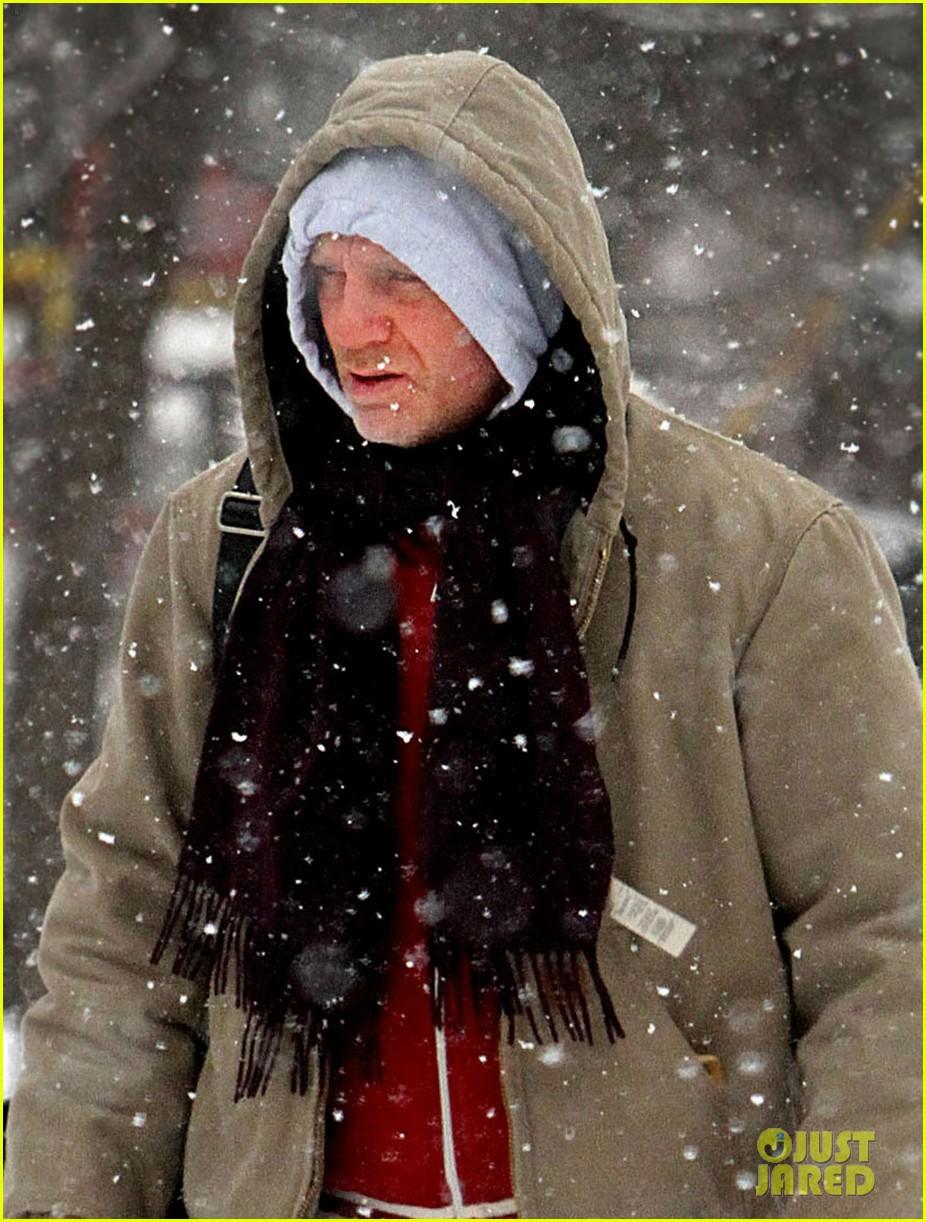 daniel craig rachel weisz snowy stroll in nyc 042800264